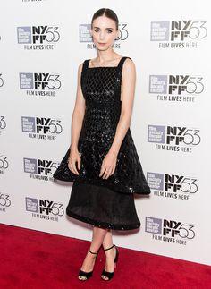 Rooney Mara en robe Chanel haute couture automne-hiver 2015-2016 au Festival du Film de New York http://www.vogue.fr/mode/inspirations/diaporama/les-looks-de-la-semaine-octobre-2015/23086#rooney-mara-en-robe-chanel-haute-couture-automne-hiver-2015-2016-au-festival-du-film-de-new-york