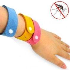 Bracelets Anti Moustique BUGS STOP Le bracelet anti-moustique est fabriqué en caoutchouc fin avec essence naturelle d'huile de citronnelle, lavande, mirza et géraniol. C'est efficace contre les moustiques et les insectes, même contre les moustiques tigre. Son agréable parfum repousse les insectes efficacement. Avec ce bracelet, vous n'aurez jamais plus de piqûres.