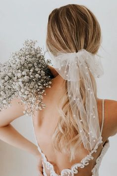 fall wedding shoes Bows, Barrettes, Bars, Oh My! All the Popular Hair Trends for Fall Bridal Hairstyles - Green Wedding Shoes - Diana Miranda_Dreamery Events - Wedding Veils With Hair Down, Wedding Gowns, Bridal Veils, Wedding Dress With Veil, Bridal Updo, Dream Wedding, Wedding Day, Hair Wedding, Wedding Bouquet