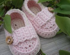 Baby girl booties little loafers shoes very pale pink and ivory size 0/3 months with gift box