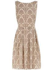 2° vestido de día: Tipo vintage de los 50's. Sin mangas y estampado con flores de lis. (Parece papel tapiz).