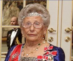 Princess Astrid has also been spotted wearing this diamond bandeau. An interesting piece with an art deco flavour to it, which may have also been used as a necklace or bracelet in the past