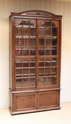 Antiker Bücherschrank aus Eiche bei Pamono kaufen China Cabinet, Storage, Furniture, Home Decor, Restoration, Wooden Crates, Shelf, Purse Storage, Crockery Cabinet