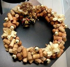 Guirlanda com rolhas de vinho e champagne
