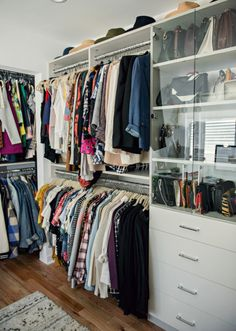 Collection of closet designs to organize your master bedroom, bring comfort and luxury into your home organization. Walk in closet design ideas Modern bedroom design with walk-in closet and sliding doors Custom-built walk-in closets are luxurious Closet Office, Closet Bedroom, Master Closet, Closet Space, Bathroom Closet, Master Bedroom, Apartment Closet Organization, Closet Storage, Organization Ideas