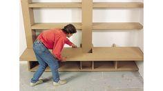 Tuto vidéo pour créer une bibliothèque sur mesure // http://www.deco.fr/actualite-deco/166956-meuble-bibliotheque-de-salon-medium-contreplaque-t.html