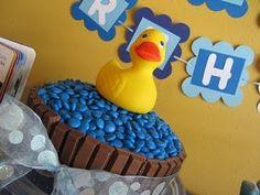 Rubber Duck Birthday Cake  @Kerry Aar Fancher - super cute for Glenna!