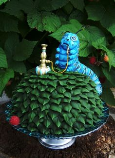 cakecentral: Absolem the Caterpillar Tutorial By Naomi Hubert (teaparty)