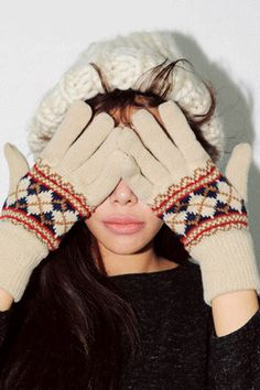 Rhombus Pattern Knit GlovesKeep your digits warm this season with this stylish warm gloves. Perfect for cold weathers, these gloves come with dainty rhombus patterns across the top of your hands. Wear with your favorite coat and boots to combat the cold this season.
