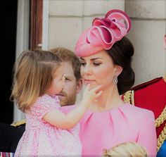 World of Windsor : Princess Charlotte touching her mother's face 👸💞👧