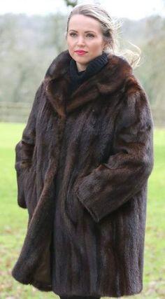 Formal Coat, Fur Coat Fashion, Fabulous Furs, Mink Fur, Every Woman, Looking For Women, Sexy Women, Coats, Lady