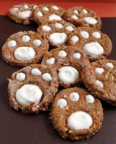 Healthy DIY Dog Cookies with carrots, apples and yogurt #homemadedogtreats