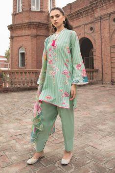 Sapphire Intermix Daily 3 Piece Collection 2019 – Enchanted A Simple Pakistani Dresses, Pakistani Fashion Casual, Pakistani Wedding Outfits, Pakistani Dress Design, Pakistani Suits, Punjabi Suits, Simple Kurta Designs, Kurta Designs Women, Salwar Designs
