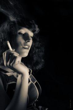 Femme à la cigatette