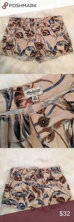 Madewell Tropical Shorts Women's tropical holiday shorts. Size: 26 Excellent condition, hardly worn. There are front and back pockets. Perfect for summer, beach days, brunch, drinks by the pool... Madewell Shorts