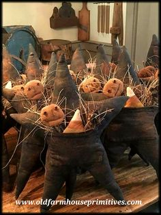 Altes Bauernhaus Primitive Primitive Country & Colonial Home Decor Primitive Autumn, Primitive Pumpkin, Primitive Stars, Primitive Christmas, Primitive Country, Primitive Decor, Primitive Snowmen, Country Christmas, Christmas Christmas