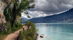 湖の周りに美しいパス 屋上緑化 自然 高解像度で壁紙