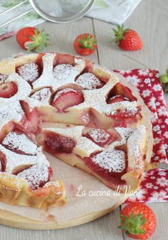 CLAFOUTIS alle FRAGOLE Cocktail Desserts, Ww Desserts, Strawberry Desserts, Sweets Recipes, Cake Recipes, My Favorite Food, Favorite Recipes, Christmas Desserts, Easy Cooking