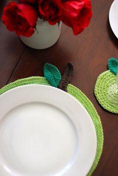 Green Apple Crochet Placemat + Coaster #crochet #handmade