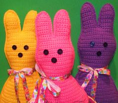 Easter Peep Inspired Pillow Doll Free Pattern http://spotconnie.blogspot.com.es/2014/03/free-easter-peep-inspired-pillowdoll.html