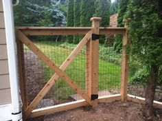 4 foot tall cedar cattle panel fencing sooo much nicer then chain link outdoor diy pinterest cattle panels cattle and chains