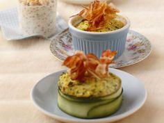 Zucchinigratin ist ein Rezept mit frischen Zutaten aus der Kategorie Blütengemüse. Probieren Sie dieses und weitere Rezepte von EAT SMARTER!