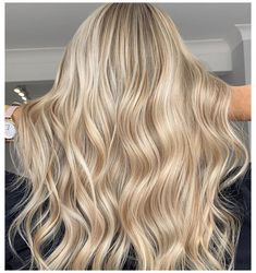 Beige Blonde Hair Color, Blonde Foils, Bright Blonde Hair, Blonde Hair Shades, Dyed Blonde Hair, Golden Blonde Hair, Blonde Hair Looks, Blonde Hair With Highlights, Butter Blonde Hair