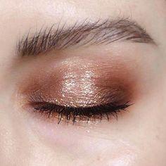 #SimpleEyeliner Eye Makeup Glitter, Glitter Pigment, Cat Eye Makeup, Smokey Eye Makeup, Prom Makeup, Dance Makeup, Makeup Art, Beauty Makeup, Hair Makeup