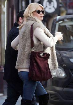 Claudia Schiffer #ClaudiaSchiffer Street Style Out in Soho 15/03/2017 Celebstills C Claudia Schiffer
