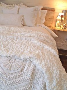 all white bedding shabby chic love this Dream Bedroom, Home Bedroom, Bedroom Decor, Bedroom Ideas, Master Bedroom, Bedding Decor, Bedroom Night, Budget Bedroom, Bedroom Rustic
