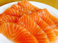 Sashimi Sushi, Salmon Sashimi, Sushi Grade Tuna, Food Art Painting, Sushi Burger, Sushi Party, Good Food, Yummy Food, Salmon Dishes