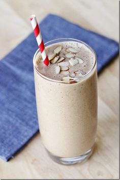 Pick-Me-Up Smoothie - frozen banana + almond butter + almond milk + coffee + honey + vanilla extract + cinnamon + ice Smoothie Detox Plan, Juice Smoothie, Smoothie Drinks, Healthy Smoothies, Healthy Drinks, Smoothie Recipes, Healthy Snacks, Milk Smoothies, Healthy Skin