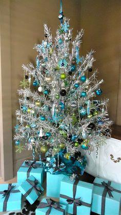 the visual vamp tiffany christmas tree 2011