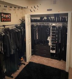 Emo Bedroom, Grunge Bedroom, Room Design Bedroom, Room Ideas Bedroom, Room Decor, Dark Home Decor, Goth Home Decor, Gypsy Decor, Punk Room