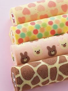 La técnica biscuit imprimé se usa en decoración de tortas para armar piononos decorados que adornen las mesas dulces o para darle un toque especial a postres y tortas. ¡Fijate cómo se hace!