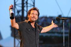 Today is Pearl Jam frontman Eddie Vedder's birthday, see his 50 best lyrics! Fun Movie Facts, Fun Facts, Movie Trivia, Weird Facts, Pearl Jam Go, Great Bands, Cool Bands, Lightning In A Bottle, Pearl Jam Eddie Vedder