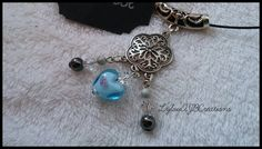 """Collier ras de cou rigide noir """" Pendentif métal argent petit coeur murano bleu """" : Collier par lylou-ajb-creations"""