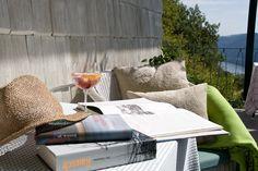 Landhotel Falkner  Hoch über der Donau, gemütlich und kuschelig wie in einem Vogelnest kann man im Landhotel Falkner in der Bibliothek versinken, in tausend Zeitschriften blättern und Bücher finden, die man schon immer lesen wollte