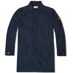 The  Micro Reps Field Jacket is constructed with Stone Island's innovative approach to material design and application of their distinctive techniques to highly functional outerwear. Cut from a military specification polyester / nylon blend Rep fabric, woven with tighter, thinner yarns in order to provide a compact wind resistant shell, the Mac is then sprayed with a special agent to ensure it is anti-drop during the dying process to preserve the intense colouring. With a host of well…