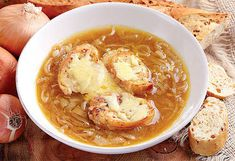 10 Easy Fall Slow Cooker Recipes Nothing's better than a meal cooked in your crock pot when it's chilly outside! Onion Soup Recipes, Onion Soup Mix, Easy Soup Recipes, Healthy Recipes, Knoephla Soup, Masterchef, Chili Soup, Zuppa Toscana, Alcohol Recipes