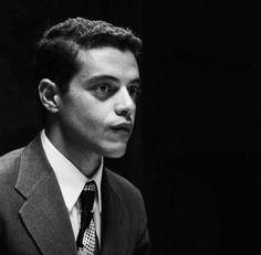Rami Malek ou ~ Jude novinho na produradoria. Rami Malik, Rami Said Malek, Cute Ducklings, Night At The Museum, Mr Robot, Cute Celebrities, Light Of My Life, Malec, Attractive People
