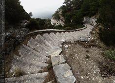 Μονοπάτι προς Μοναστήρι Ζωοδόχου Πηγής στη Σάμο - Path to Zoodochos Pigi Monastery in Samos