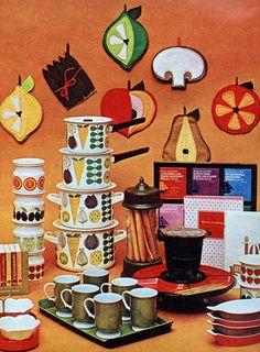 kitchen kitsch Los Angeles Times home magazine December 10 1967 interior design. Rounded corners groovy patterns orange with brown there you have it! Vintage Love, Retro Vintage, Vintage Stuff, Vintage Travel, Vintage Designs, Kitsch, 1970s Decor, Mid-century Modern, Diy