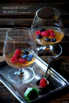 CHEZ SILVIA: Jalea de vino blanco con frutos rojos