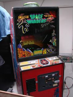 1980 Midway Space Invaders Deluxe Stand Up Arcade Game - SCV Games