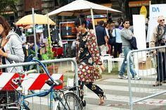 Susie Lau continua a mixare stampe flower e geometriche, per un look allegro e coloratissimo