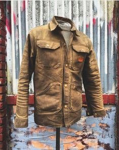 Choosing The Right Men's Leather Jackets. A leather coat is a must for every single guy's closet and is also an excellent method to express his personal design. Leather coats never ever head Waxed Canvas Jacket, Style Masculin, Rugged Style, Herren Outfit, Men's Coats And Jackets, Mens Fashion, Fashion Outfits, Mens Clothing Styles, Stylish Men