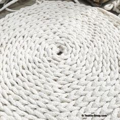 Zoom: runder Häkelteppich aus Kordelgarn Natur 8mm