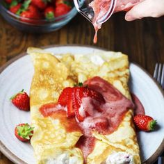 6 slices Wright Brand Hickory Smoked Bacon (cooked and chopped) 7 large eggs cup milk tsp salt tsp pepper cup finely shredded cheddar cheese 2 tbsp chopped chives Strawberry Crepes, Strawberry Breakfast, Pork Chops And Rice, Baked Pork Chops, New Recipes, Dishes Recipes, Soup Recipes, Cookie Recipes, Chicken Fricassee