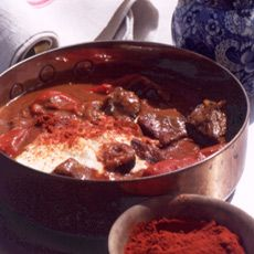 Braised Beef Goulash with Smoked Pimenton. One for the slow cooker? Delia Smith, Beef Goulash, Braised Beef, Main Meals, Casserole Recipes, Beef Recipes, Food And Drink, Favorite Recipes, Stuffed Peppers